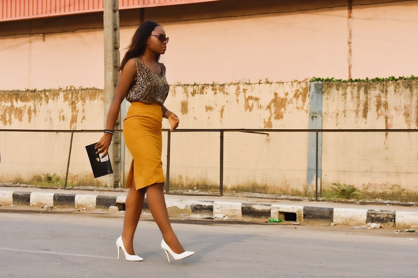Four ways to wear mustard yellow !